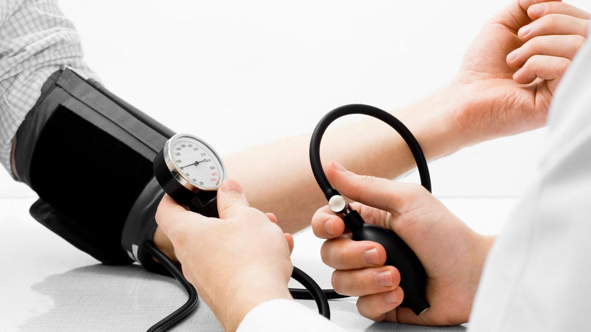 causas da pressão alta